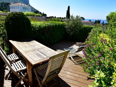 Photo for Pleasant T2 with garden, sea view & private parking in gated