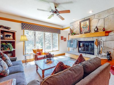 Photo for Ground floor skier's getaway w/ golf nearby, mountain view, walk to lifts
