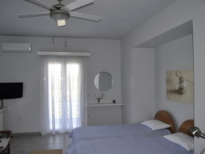 Photo for Sea Urchin: Studio with balcony and sea view top in a peaceful area