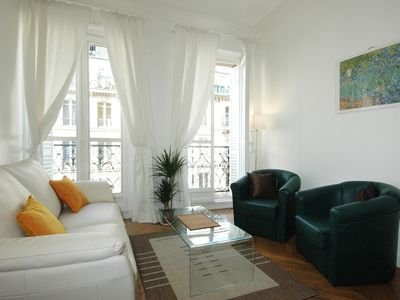 Photo for PARIS ON FOOT ,TOURISTIC AREA .WITH LIFT , WIFI , AC
