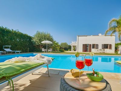 Photo for Elegant villa close to the sea, big private pool, garden, bbq, free wi-fi