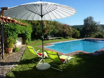 Coimbra:Charming -Villa with garden, pool and Piano near Coimbra. For garden lovers