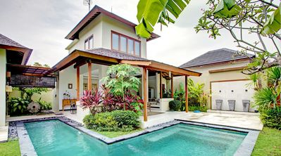 Private 2 bedroom Villa, central Seminyak with huge L-shaped private pool