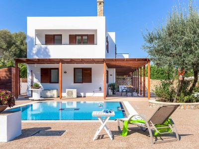 Photo for Villa Krini Panos - Stylish villa with 8 metre pool, air-con, Wi-Fi & ping-pong!