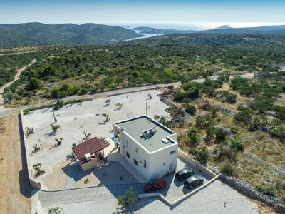 Photo for Exclusive villa for 8 people with heated pool & olive garden with a sea view