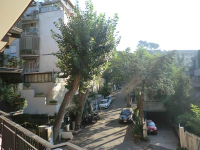 Photo for 80 sqm apartment near St. Peter's Hospital