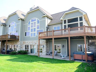 Town home w/ breathtaking mountain views, hot tub, & private home theater!