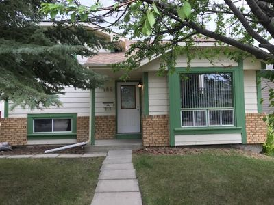 Photo for Somerset - Executive Furnished 4 Bedroom Home