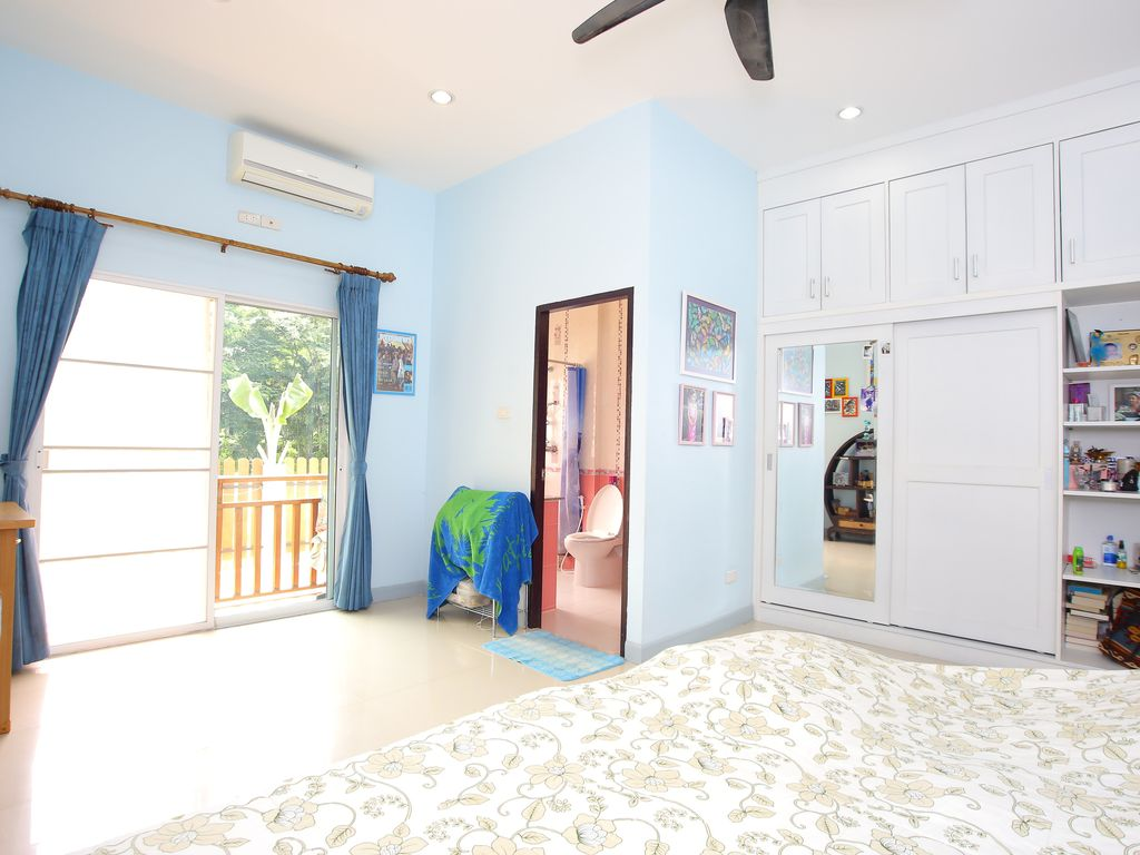 Spacious 4 bedroom house with pool chiang mai chiang mai for Houses with 4 bedrooms and a pool