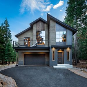 Photo for 4 bdr. modern & cozy Tahoe Donner cabin: Donner Lake, HOA pool, hot tub & tennis