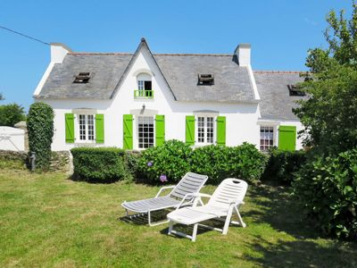 Photo for 4 bedroom Villa, sleeps 6 in Goulien