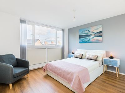Photo for Birmingham City stay, 4 bedroom + ensuite + free parking