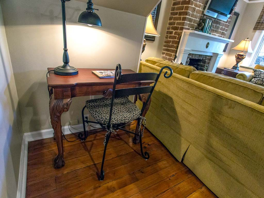 Stay with Lucky Savannah: Garden level steps from shops and ...