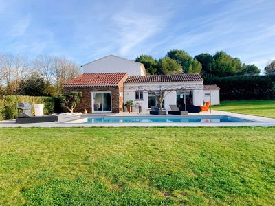 Photo for VILLA EMANEA with swimming pool in the heart of Provence Aixoise