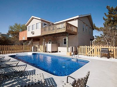 Photo for Family fun Pool, Hot tub, pool table,mini golf,and more all year!