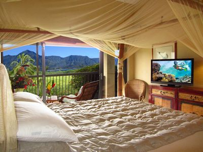 King Sized Canopy Bed in 8232 with Spectacular Ocean and Mountain View!