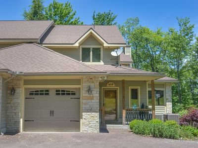 Photo for Centrally located, tastefully decorated townhome!