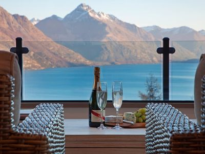 Photo for Amazing Lake and Mountain views - Qtn Hill,