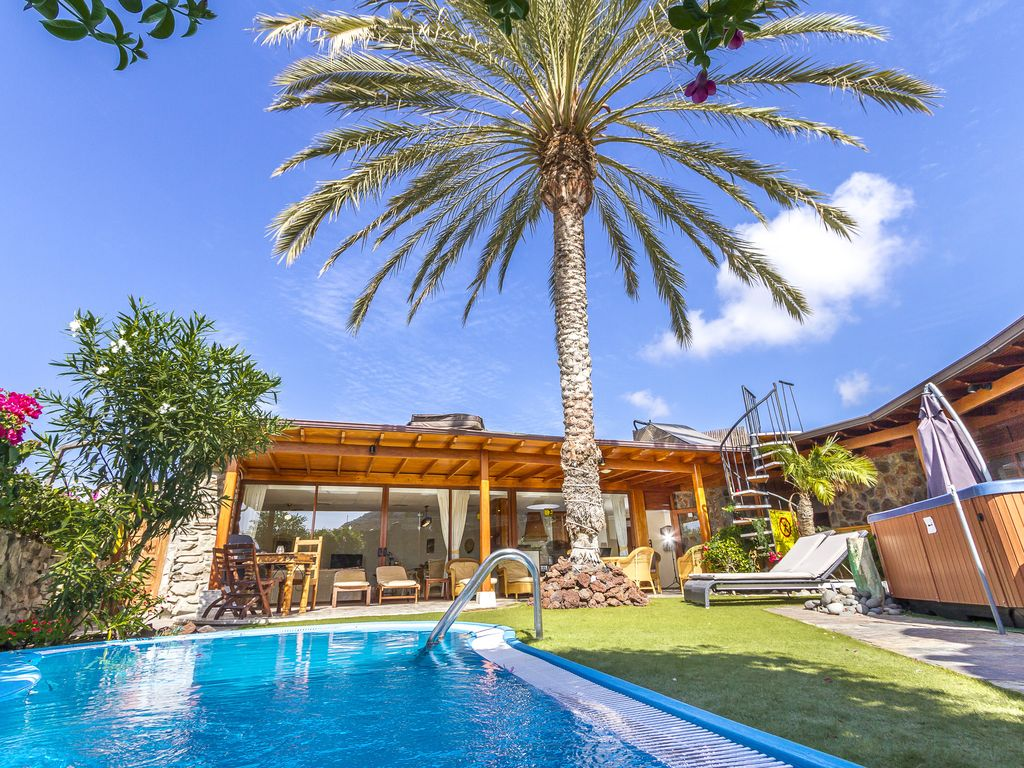 Hot tub, pool and garden villa: Anfi Tauro 19th Villa w Private Pool ...