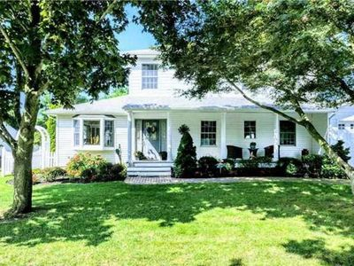 Photo for Beautiful colonial style house w pool /hot tub / ping pong in Bellport Village