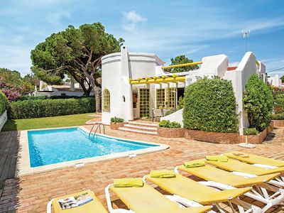 Photo for Located on a quiet cul-de-sac, just within 1 mile from the centre of Vilamoura