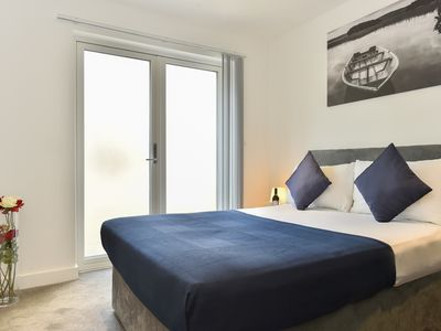 Photo for ApartmentsApart Old Street Apartment 3 - Two Bedroom Apartment, Sleeps 6