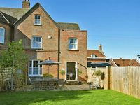Ideally situated for the town and river. House clean and well equipped.