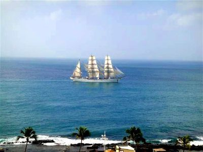 Take a schooner and around the 56 islands in the Baia de Todos os Santos.