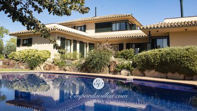 Photo for Luxurious 4 bedroom villa with Private pool in Torremirona Golf Resort