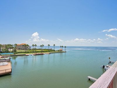 Enjoy the phenomenal views of the bay from this beautiful condo!