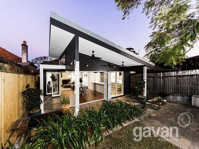 Photo for Room in Charming Californian Bungalow - 25 mins from CBD
