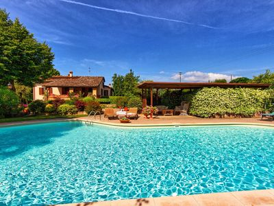 Photo for Private Villa with WIFI, private pool, TV, patio, washing machine, panoramic view, close to Arezzo
