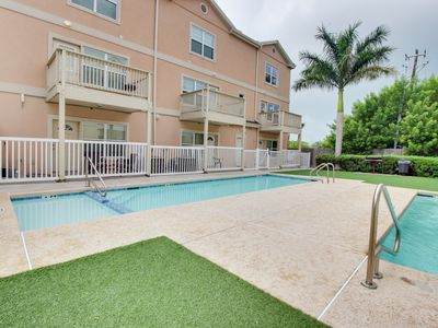 Photo for Quiet, upscale condo w/shared pool, hot tub, & picnic area - dogs welcome!