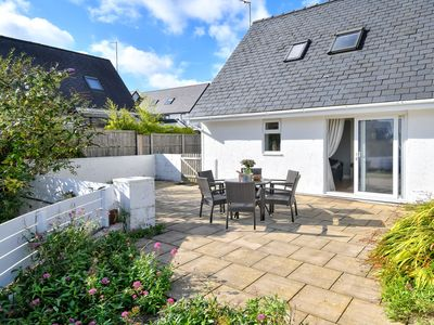 Photo for Located in a quiet residential area of Abersoch, this lovely house offers light, airy and modern acc