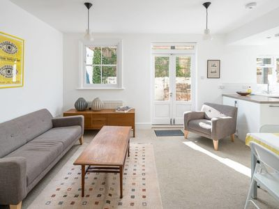 Photo for Charming 2bed flat with garden in Islington