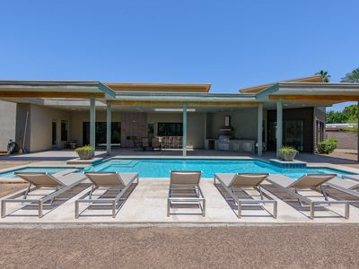New large contemporary custom home in Arcadia + Heated Pool/Spa!