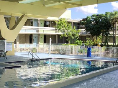 Photo for 3 Pools, Breakfast for 2, Parking, Free Shuttle to the Parks, Comfy Unit for 4