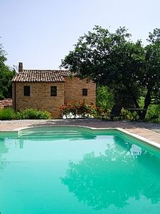 Photo for Beautifully renovated italian farmhouse. (lemarchefarmhouse). Private pool.