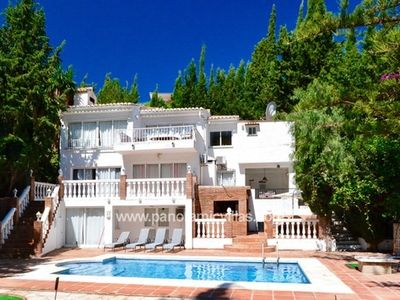 Photo for 4 bedroom Villa, sleeps 10 in San Francisco with Pool, Air Con and WiFi