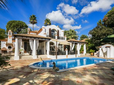 Photo for Beautiful Colonial Style Villa, Golf Views & Private Pool in Quinta do Lago