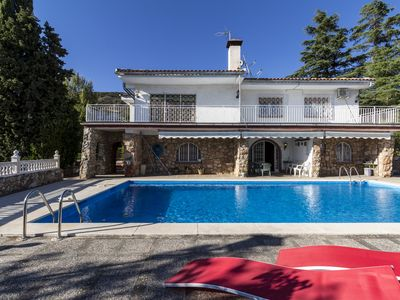 Photo for Cottage with pool, large gardens and views