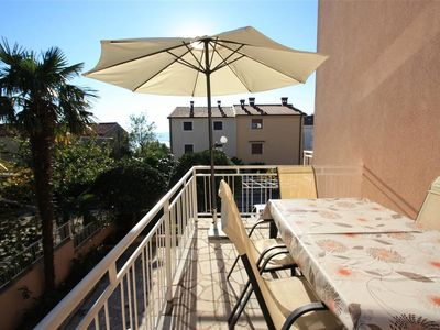 Photo for Centrally located with community pool - Apartment Evica 1