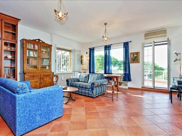 Sunny penthouse in the heart of Parioli