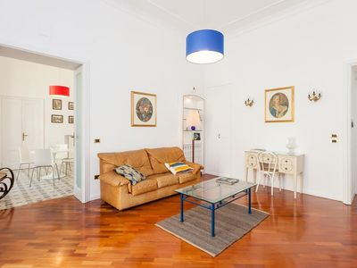 Photo for Apartment in the center of Naples with Internet, Lift (621322)