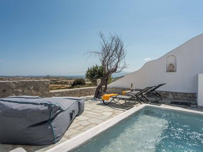 Photo for 3-bed villa with sea views
