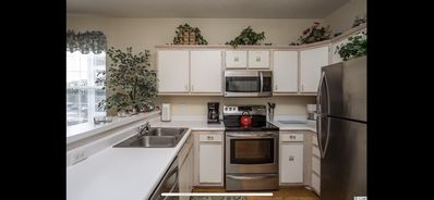 Kitchen: all stainless steel appliances