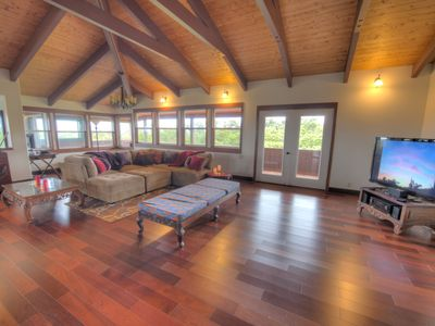 Huge Living Room with Cool Breezes & Vaulted Ceilings