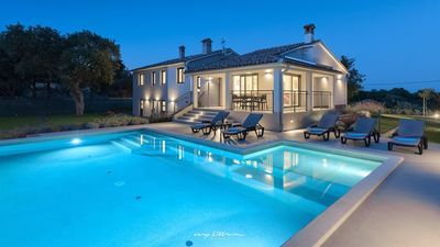 Photo for Beautiful family villa with private pool in Pula