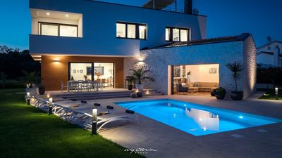 Photo for Wonderful new villa with pool near Tar