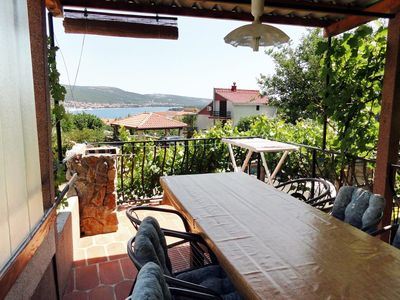 Photo for One bedroom apartment with terrace and sea view Kornić (Krk)